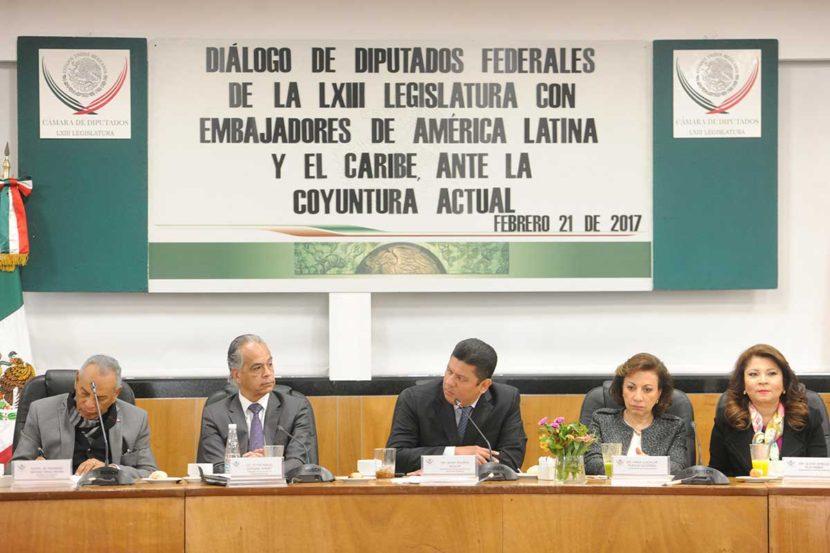 DIPUTADOS LLAMAN A UNION DE LATINOAMERICA CONTRA EXPRESIONES XENOFÓBICAS DE DONALD TRUMP
