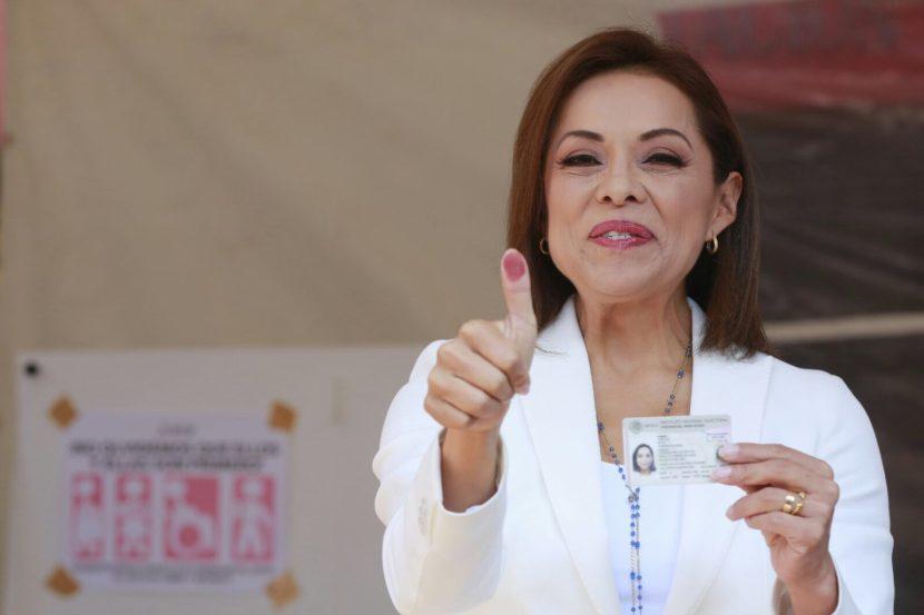 VÁZQUEZ MOTA VOTA EN CASILLA DE LA HERRADURA