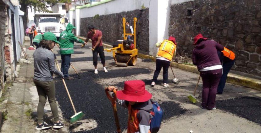 SIGUEN SUMÁNDOSE VECINOS Y SERVIDORES PÚBLICOS AL PROGRAMA INTENSIVO DE BACHEO EN TOLUCA