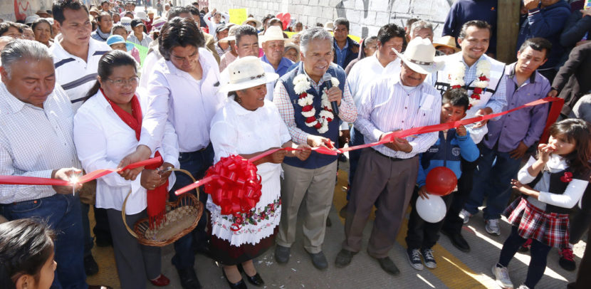 ESTRENAN VECINOS DE SAN ANDRÉS CUEXCONTITLÁN  PAVIMENTACIÓN DE DOS CALLES