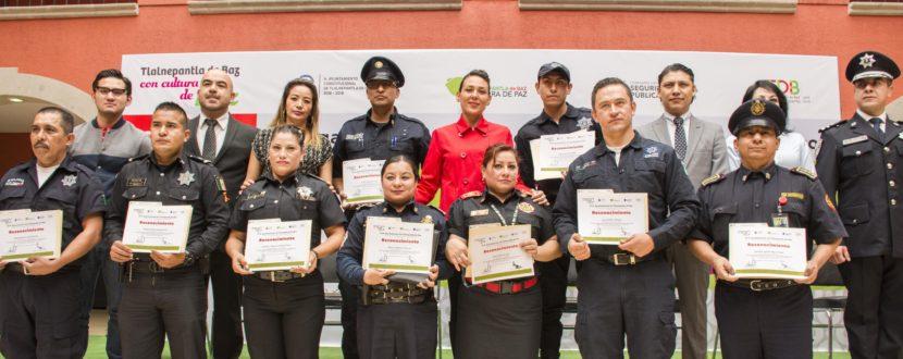 EN TLALNEPANTLA CAPACITAN EN CULTURA DE PAZ A 400 POLICÍAS Y BOMBEROS