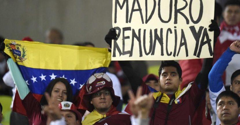 """CON """"TRANCAZO"""" SE MANTIENEN PROTESTAS EN CALLES VENEZOLANAS"""
