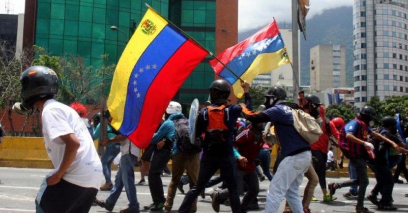 CHOQUE CONSTITUCIONAL EN VENEZUELA AGRAVARÍA TENSIÓN