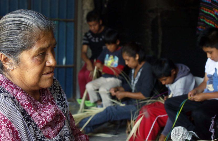 ORGULLOSOS DE PERTENECER A FAMILIAS DE ARTESANOS NIÑAS Y NIÑOS DE SAN PABLO AUTOPAN