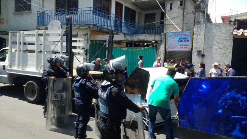 POLICÍAS LESIONADOS, DOS MOTOTAXISTAS DETENIDOS Y 39 VEHÍCULOS ASEGURADOS DEJA OPERATIVO EN XOCHIMILCO