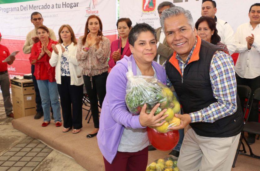 RECIBEN 200 FAMILIAS TOLUQUEÑAS CANASTAS ALIMENTARIAS