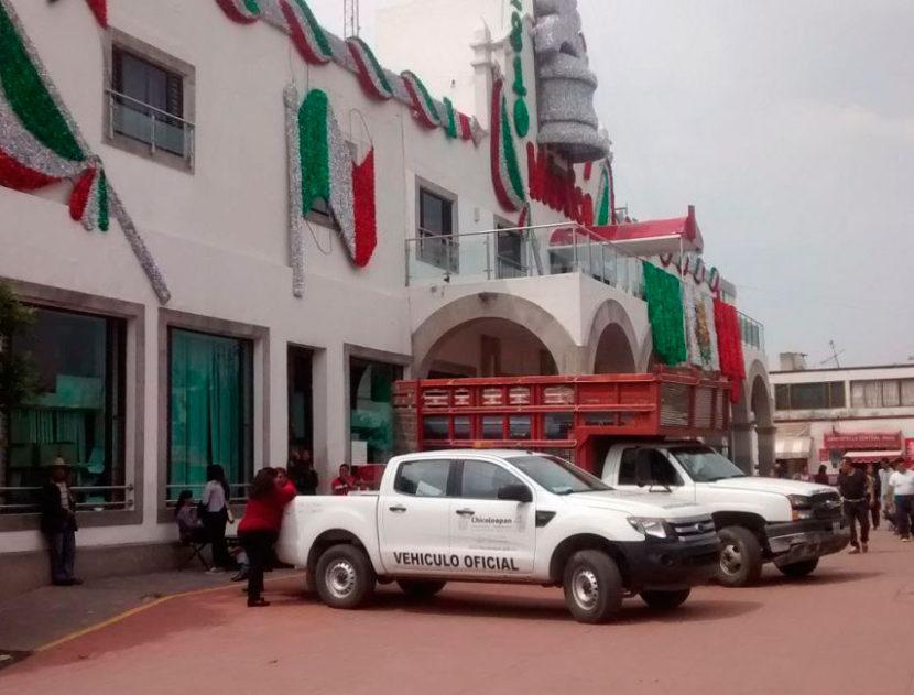 DESALOJAN PALACIO MUNICIPAL E IGLESIA DE CHICOLOAPAN