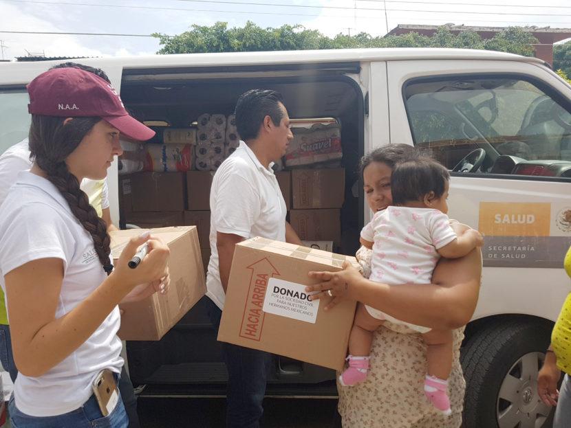 Voluntariado de la Secretaría de Salud coordina entrega de víveres en Morelos