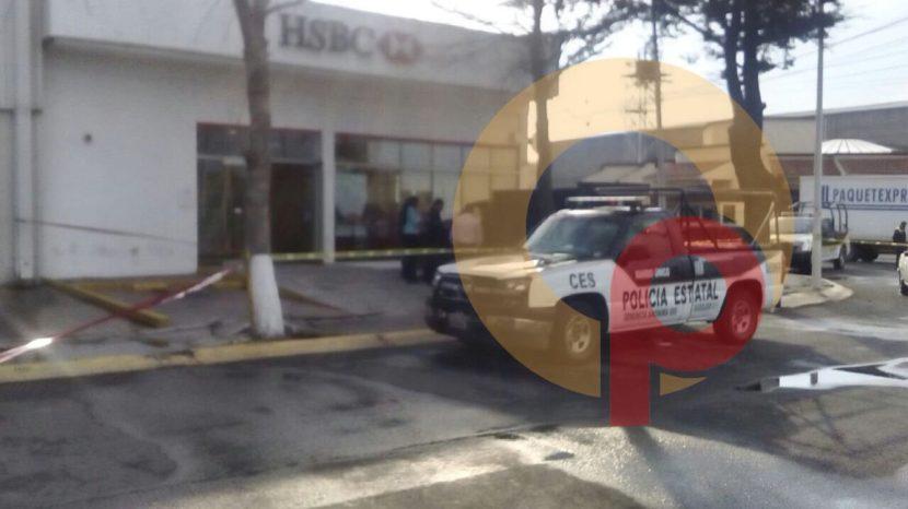 POLICÍAS FRUSTRAN ASALTO A CUENTAHABIENTE Y SON BALEADOS