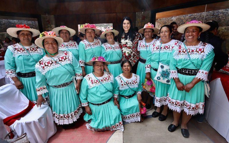 ESPECIALIZAN A ARTESANOS MAZAHUAS EN LA RAMA TEXTIL