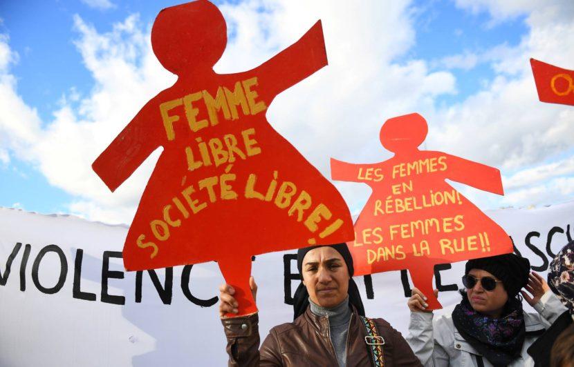 LA ASAMBLEA FRANCESA APRUEBA MULTAR CON HASTA 750 EUROS A LOS HOMBRES QUE SILBEN A MUJERES EN LA CALLE