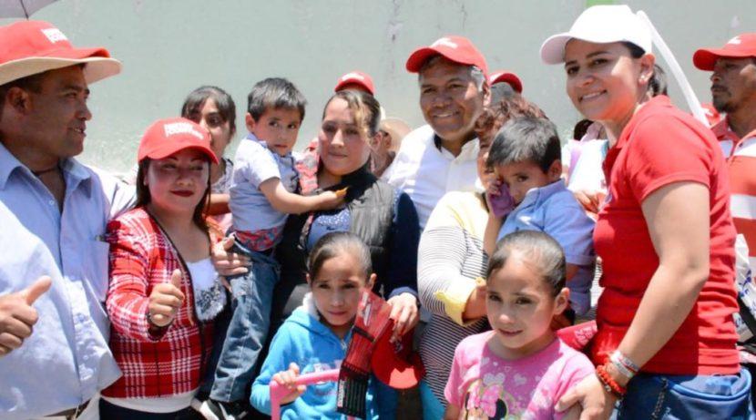 FERNANDO ZAMORA RECORRE CALLES PARA ESCUCHAR PROPUESTAS Y NECESIDADES