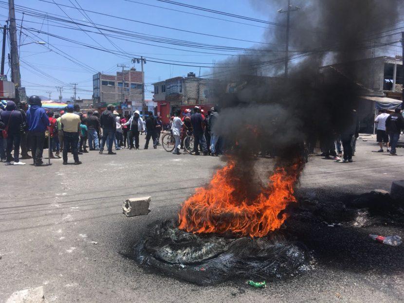 MOTOTAXISTAS HACEN QUEMA DE LLANTAS EN PROTESTA