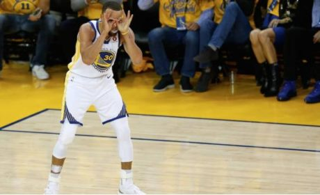 CURRY GUÍA VICTORIA DE GOLDEN STATE EN FINALES DE NBA (VIDEO)