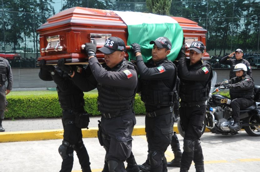 RINDE SECRETARÍA DE SEGURIDAD HOMENAJE LUCTUOSO A ELEMENTO CAÍDO EN SERVICIO