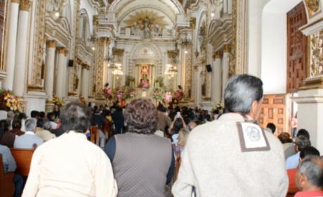 CREYENTES FESTEJAN A LA VIRGEN DEL CARMEN EN TOLUCA