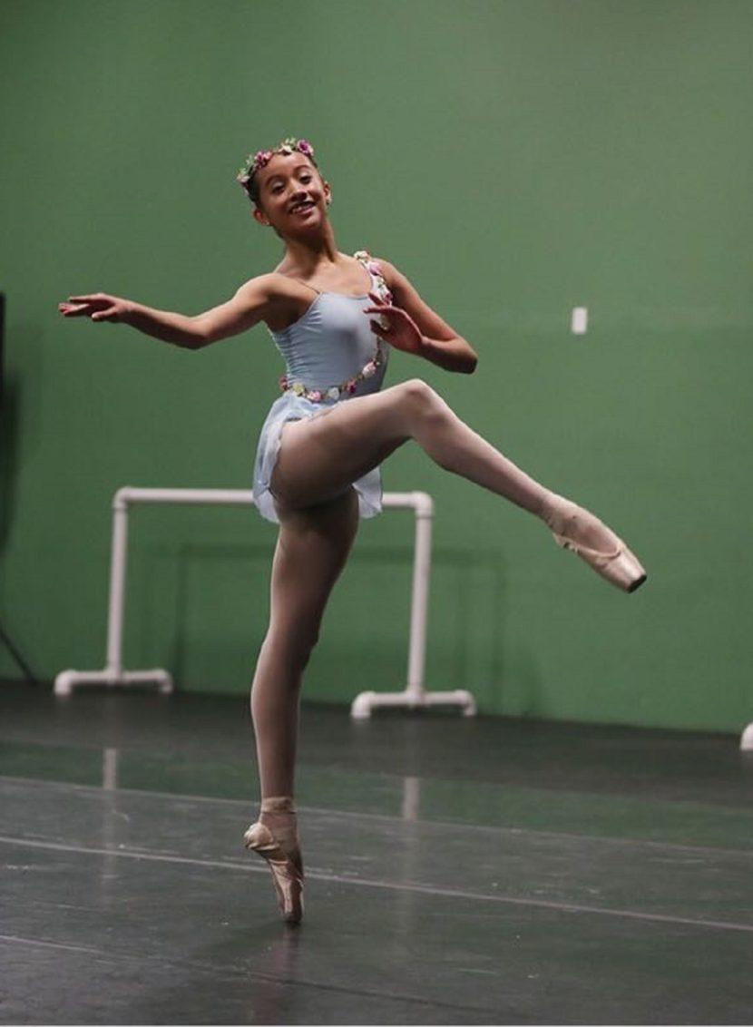 OTORGAN BECA «ELISA CARRILLO CABRERA 2018» A ABIGAIL ROBLES QUIROZ