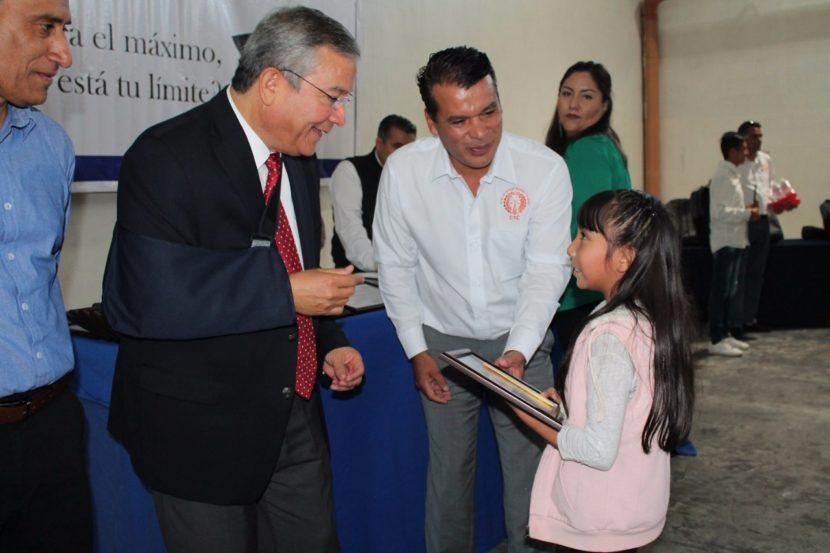 RECONOCEN A ESTUDIANTES DE EXCELENCIA ACADÉMICA SECRETARÍA DEL TRABAJO Y PLANTA GATORADE