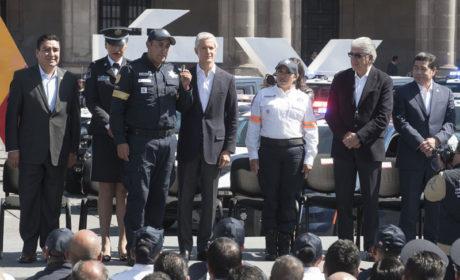 ACUDEN MIGUEL SÁMANO Y OMAR VELÁZQUEZ A  ENTREGA DE EQUIPO A LA POLICÍA ESTATAL