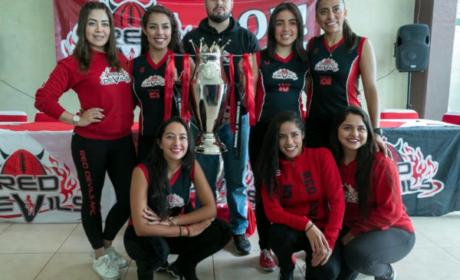 RED DEVILS PRESENTA TROFEO DE CAMPEON 2018 WFL
