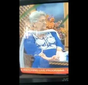 (VIDEO) MUERE ESCRITORA MIENTRAS ERA ENTREVISTADA EN PROGRAMA TELEVISIVO
