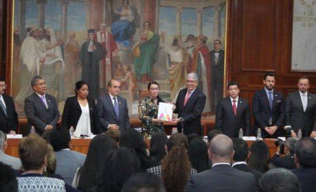 RECIBE LA 60 LEGISLATURA PRIMER INFORME DE ALFREDO DEL MAZO
