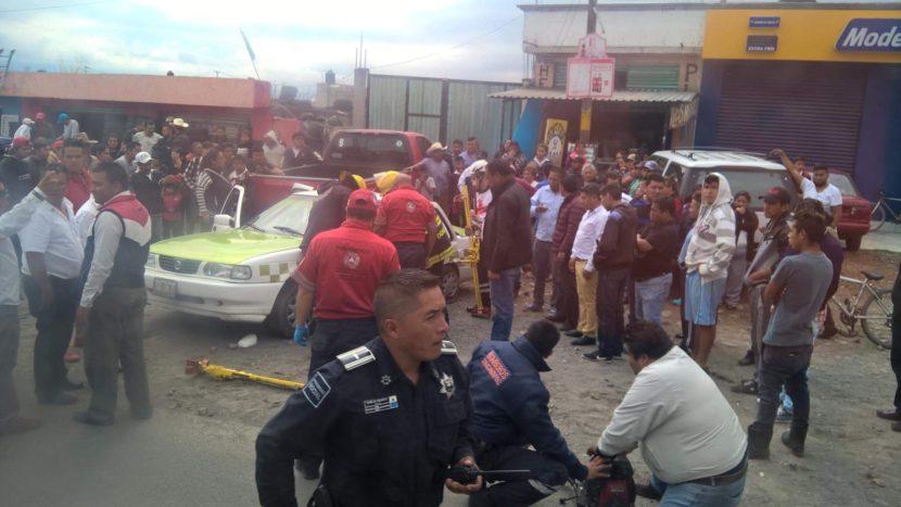 CHOCA TAXI CONTRA CAMIONETA EN ALMOLOYA DE JUÁREZ