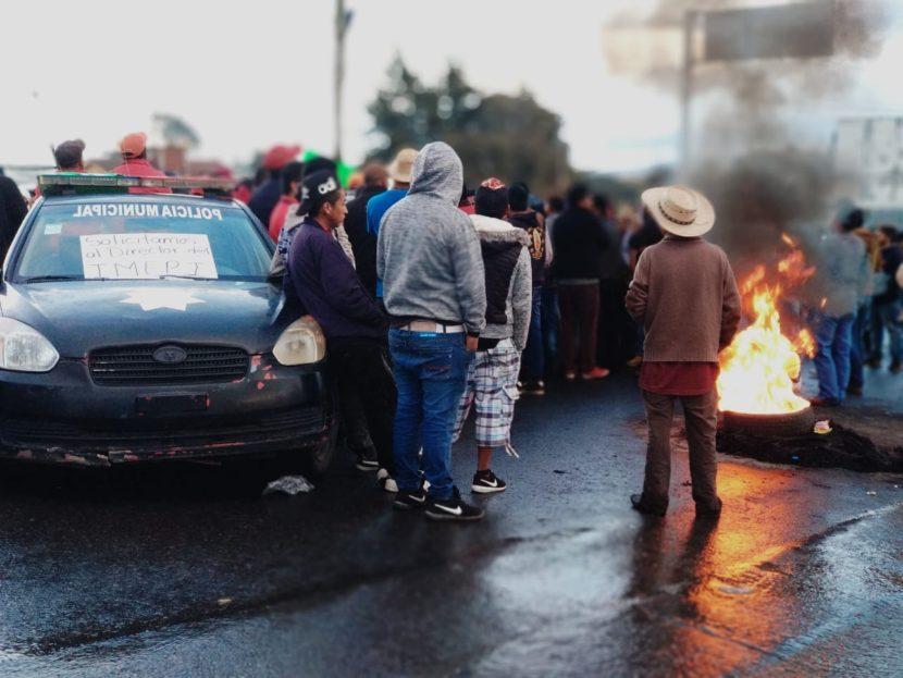 BLOQUEAN PIROTÉCNICOS DE TLALCHICILPAN ENTRADA A ALMOLOYA