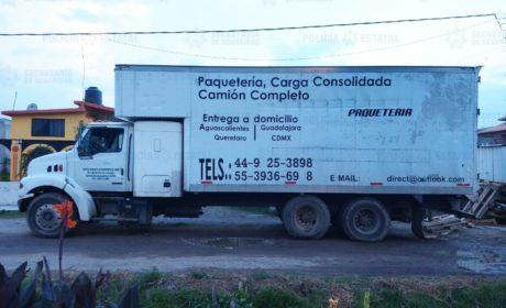 RECUPERAN SS MÁS DE NUEVE MIL LITROS DE COMBUSTIBLE Y ASEGURA A TRES PERSONAS