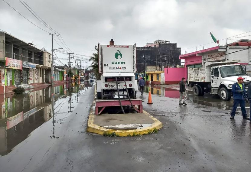 ATIENDE GRUPO TLÁLOC AFECTACIONES POR EL ESCURRIMIENTO DE DOS CANALES EN SAN MATEO ATENCO