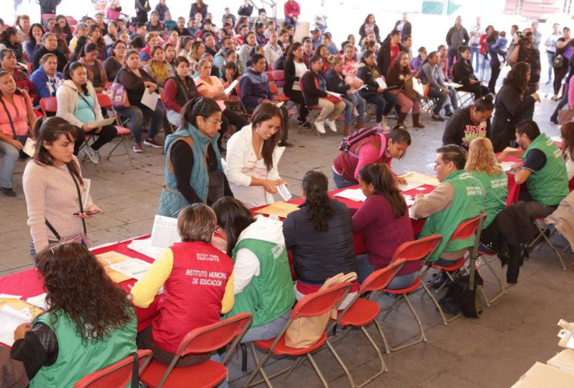 FAMILIAS TLALNEPANTLENSES RECONOCEN APOYO DE DENISSE UGALDE