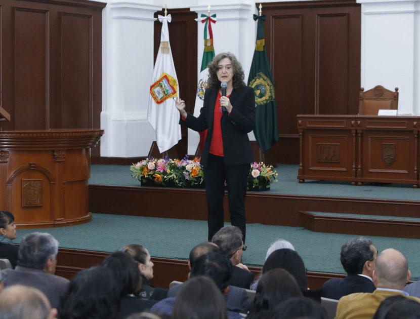 JUANA MARÍA SANCHO GIL DICTÓ CONFERENCIA EN LA UAEM