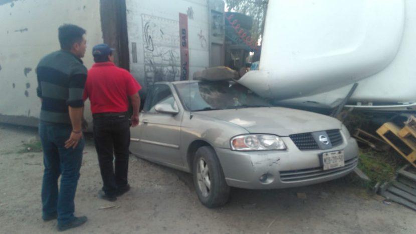 APARATOSO ACCIDENTE DE TRÁILER EN XONACATLÁN