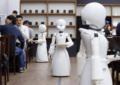 ABREN EN JAPÓN UNA CAFETERÍA QUE ES ATENDIDA POR ROBOTS