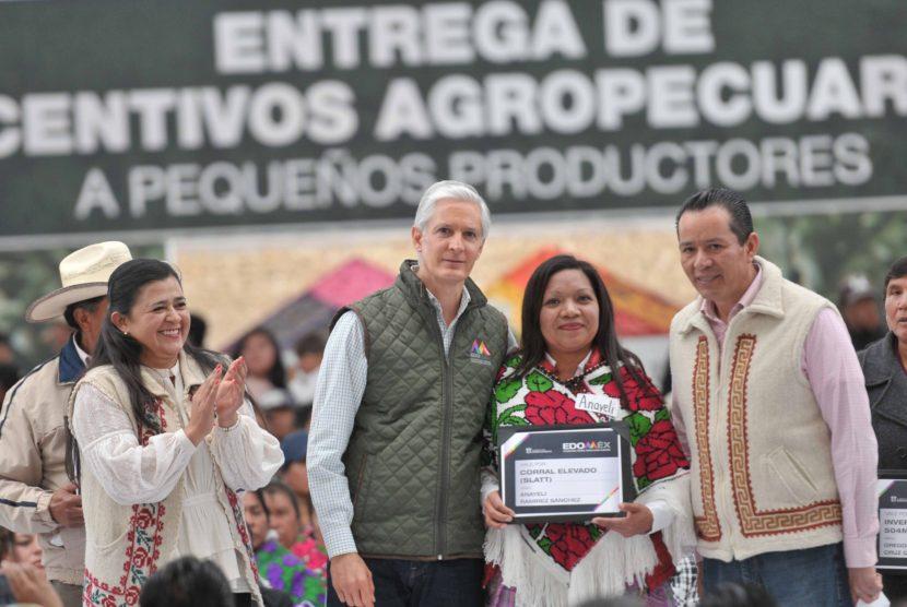 ENTREGA ALFREDO DEL MAZO APOYOS AGROPECUARIOS A PRODUCTORES DE OCHO MUNICIPIOS DEL NORTE DEL EDOMÉX