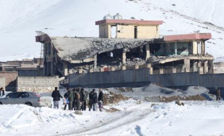 ATAQUE TALIBÁN DEJA MÁS DE 100 MUERTOS EN BASE MILITAR AFGANA