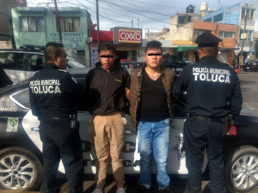 DETIENE POLICIA DE TOLUCA A DOS POR ROBO A TRANSPORTE PÚBLICO