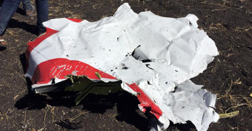 Recuperan cajas negras del avión accidentado en Etiopía