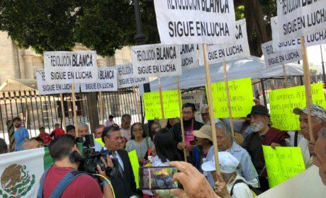INTEGRANTES DE LA REVOLUCIÓN BLANCA EXIGEN A AMLO MAYOR PRESUPUESTO PARA EL SECTOR SALUD