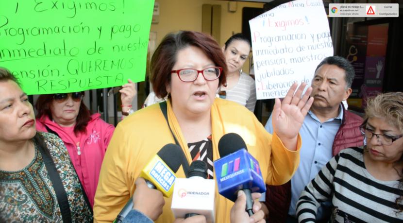 MAESTROS JUBILADOS SE PLANTAN EN OFICINAS DEL ISSEMyM; EXIGEN PAGO DE PENSIONES