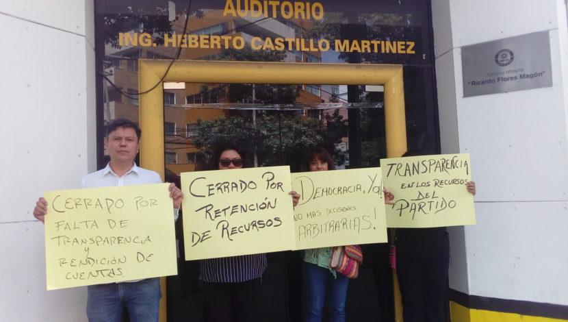 CLAUSURAN SIMBÓLICAMENTE INSTALACIONES DEL PRD