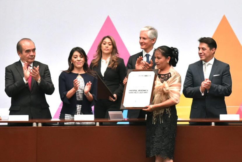 ASISTEN MAURILIO HERNÁNDEZ Y KARLA FIESCO A LA CELEBRACIÓN DEL DÍA DEL MAESTRO