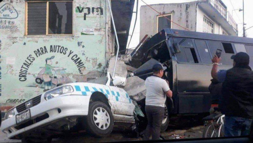 CHOQUE EN TEJUPILCO DEJA DOS POLICÍAS MUERTOS Y 11 HERIDOS