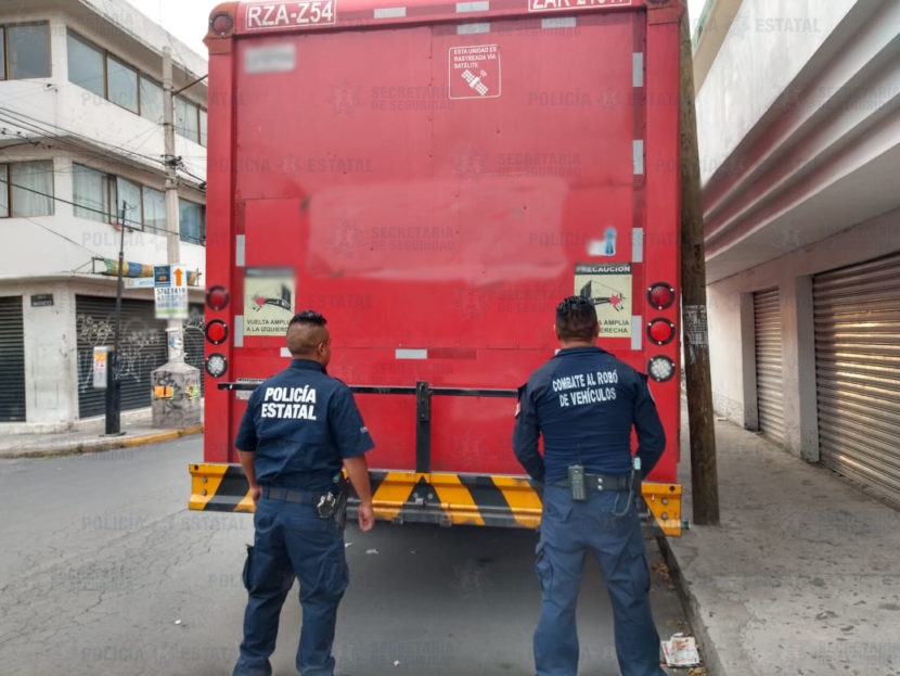 POLICÍA ESTATAL RECUPERA CAMIÓN DE COCA COLA ROBADO