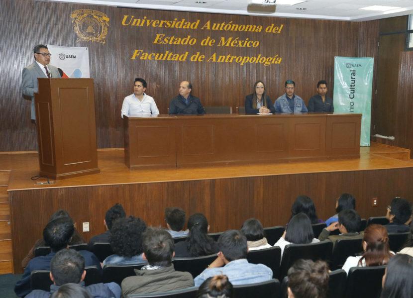 ESTUDIANTES DE ANTROPOLOGÍA REALIZAN MURAL