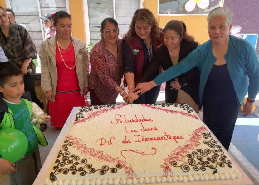 RECONOCE DIF ZINACANTEPEC A MADRES DE FAMILIA