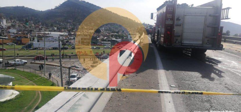 VOLCADURA DE TRÁILER DEJA UN MUERTO Y DOS HERIDOS EN PUENTE DE TRES CAMINOS