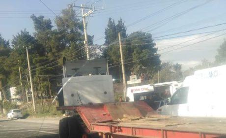 TRÁILER CHOCA CONTRA CAMIONETA EN LA TOLUCA-TENANGO; HAY 4 LESIONADOS