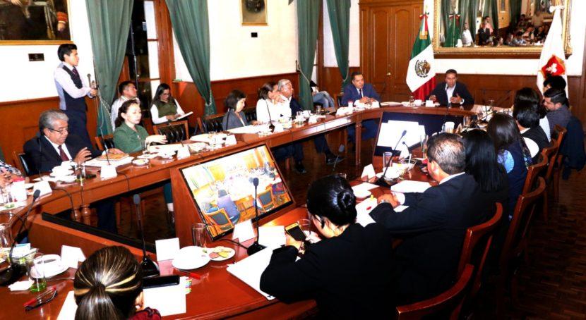 TOLUCA APRUEBA 30 MINUTOS DE CORTESÍA EN ESTACIONAMIENTOS DE PLAZAS COMERCIALES