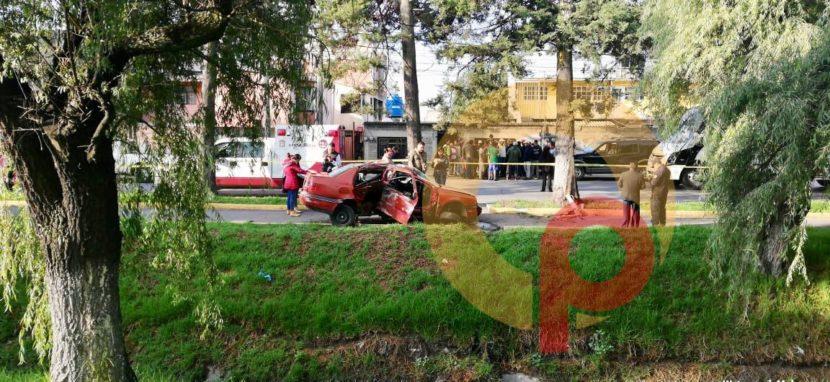 ACCIDENTE EN TOLLOCAN DEJA UNA MUJER SIN VIDA Y UN HERIDO